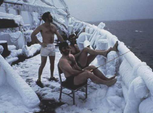 Extreme fishing frost hardy fishermen close to north pole for Frozen fishing pole