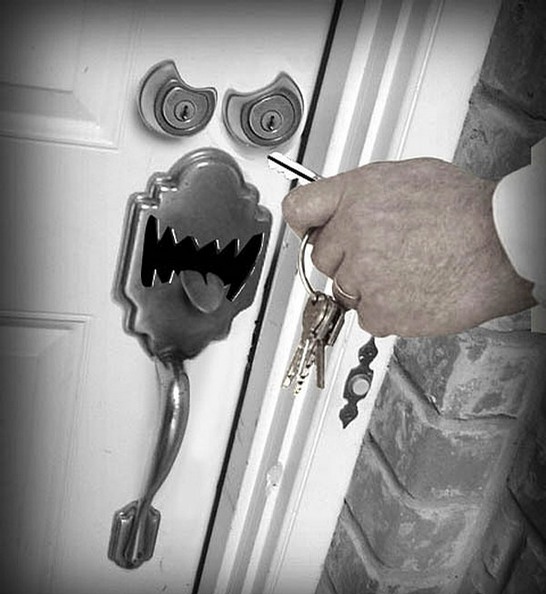 Scary Door Lock picture
