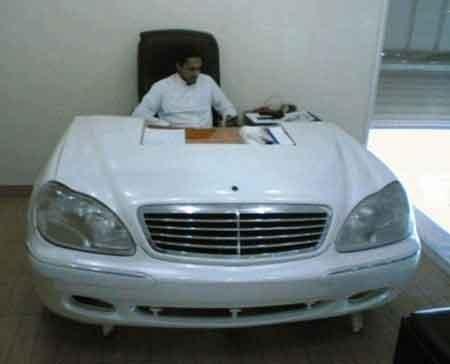Mercedes Desk picture